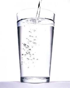 Cómo convertir en potable el agua dura
