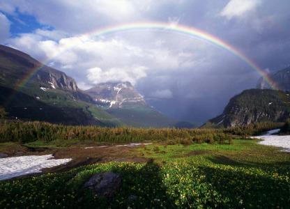 Formación de arco iris en la naturaleza