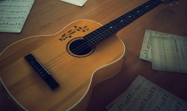 guitarra porque es el instrumento mas elegido