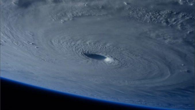 Por qué se forma el ojo de un huracán